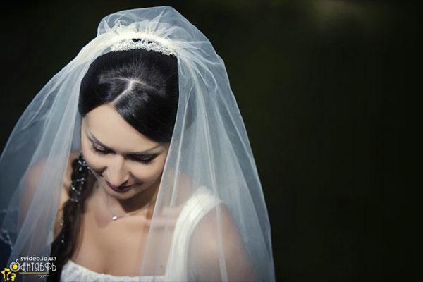 Заколка и нить для оплетения косы невесты
