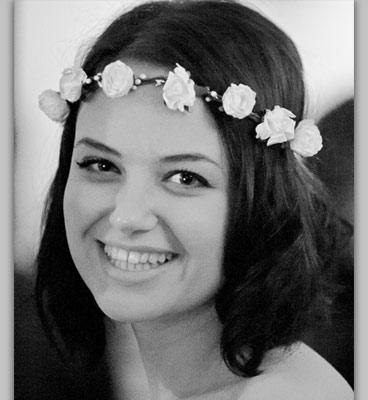 Свадебный венок из проволоки, текстиля и бумаги. Невеста